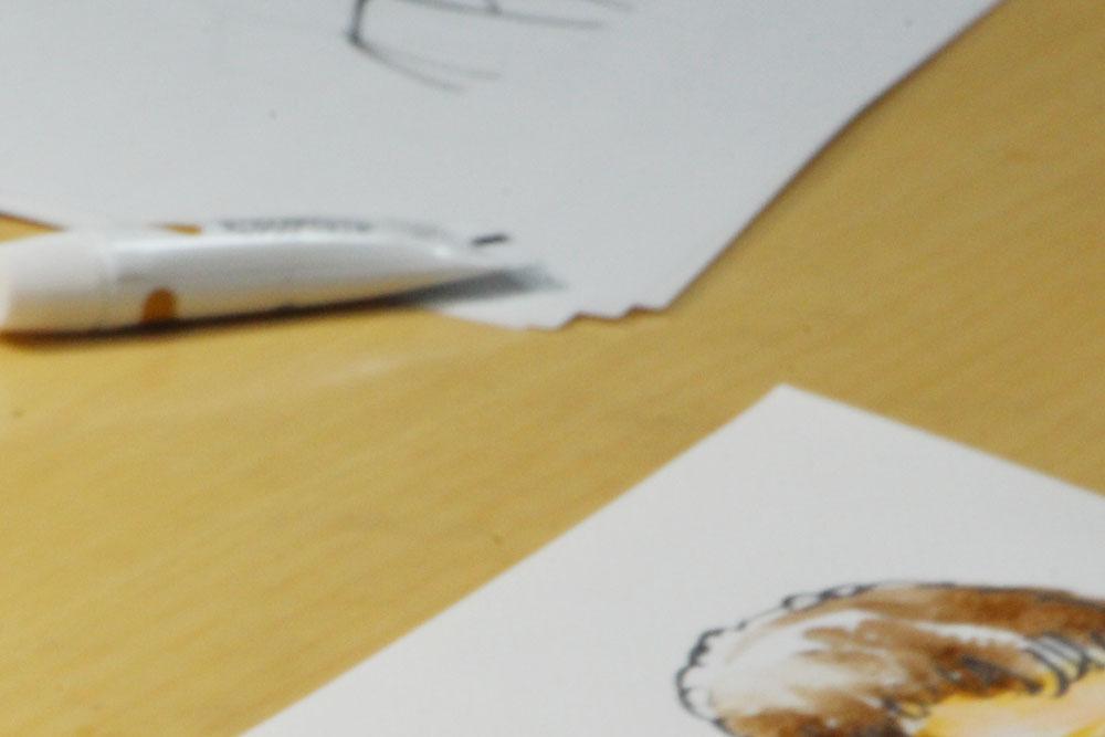 絵を描いているところ
