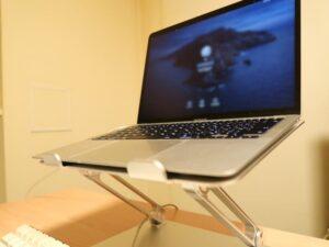 在宅勤務・ノートパソコンの高さ角度を自在に変えられる優れモノ
